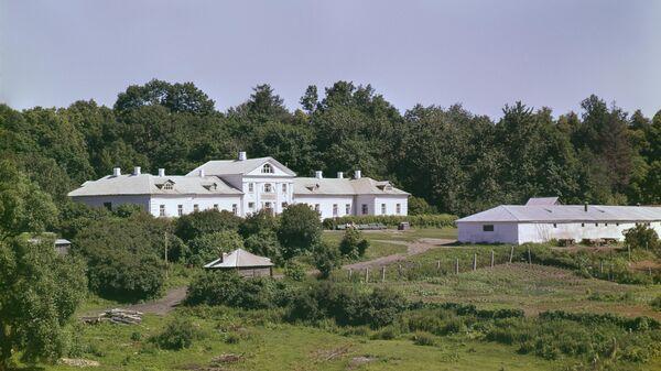 Дом Волконского, построенный в XVIII веке. Музей-усадьба Л. Н. Толстого Ясная Поляна