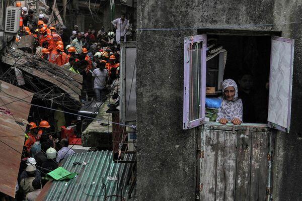 На месте обрушения здания в Мумбаи, Индия