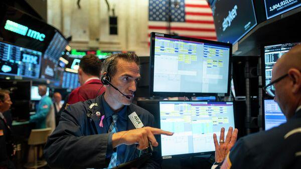 Работа трейдеров на Нью-Йоркской фондовой бирже. 16 июля 2019