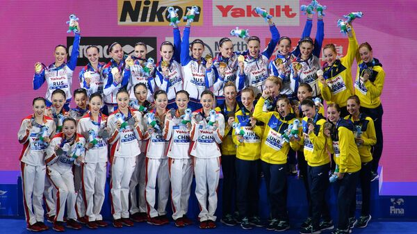 Синхронистки сборной КНР, синхронистки сборной России и синхронистки сборной Украины