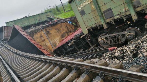 Последствия схода с рельс вагонов с углем в Сосногорском районе на станции Керки