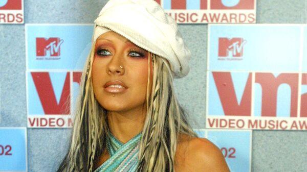 Певица Кристина Агилера на церемонии MTV Video Music Awards в Нью-Йорке. 29 августа 2002 года