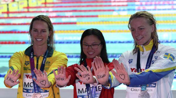 Призеры ЧМ поддержали 19-летнюю японскую пловчиху, борющуюся с лейкемией