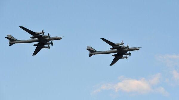 Стратегические бомбардировщики-ракетоносцы Ту-95МС Военно-космических сил России