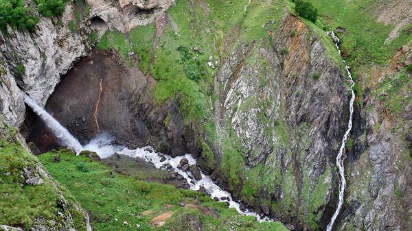 Водопад Султан в окрестностях урочища Джилы-Су в Кабардино-Балкарии