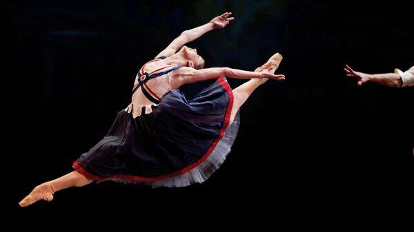 Наталья Осипова в сцене из балета Пламя Парижа