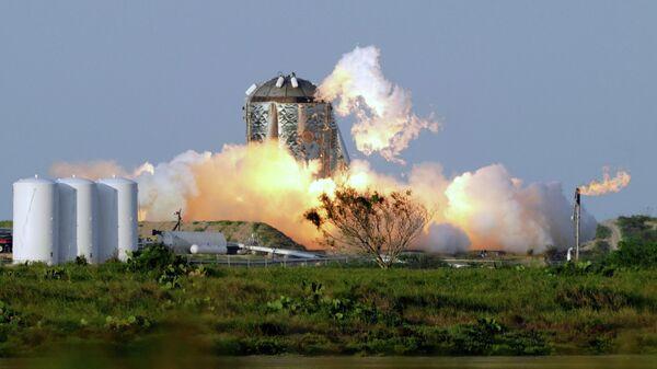 Испытания экспериментального космического корабля Starhopper на полигоне Бока-Чика-Бич в США