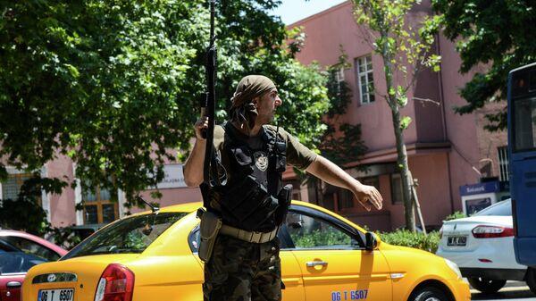 Сотрудник полиции Турции в Анкаре