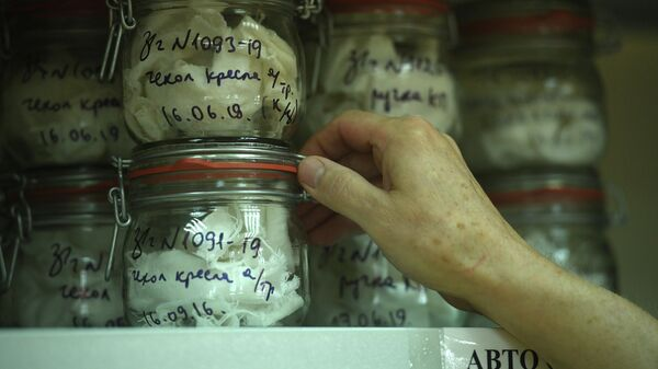 Вспомогательные образцы запахов для экспертизы в отделении исследования запаховых следов человека ЭКЦ ГУ МВД России по Московской области