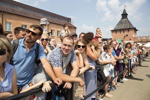 Посетители фестиваля клубов военно-исторической реконструкции Кремли России в Туле