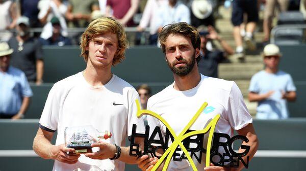 Андрей Рублев и Николоз Басилашвили после финала на турнире в Гамбурге