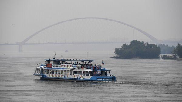 На Оби экипаж теплохода спас судно с 50 пассажирами, несшееся на камни