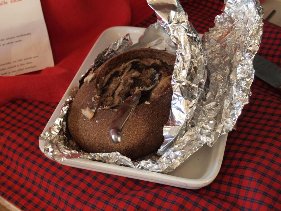 Каалакукко — национальный пирог из рыбы с салом, запеченный в ржаном тесте