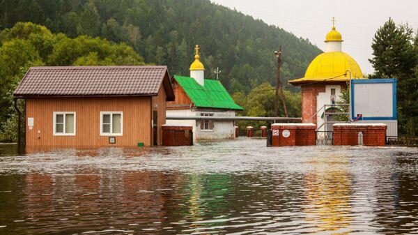 Подтопленные Часовня и водозабор в реке Олхе Иркутской области