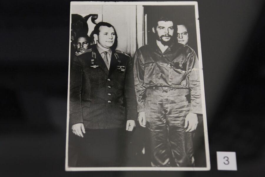 Фотография советского космонавта Юрия Гагарина и Эрнесто Че Гевары