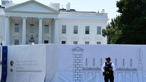 В Вашингтоне начались работы по замене забора Белого дома на более высокий