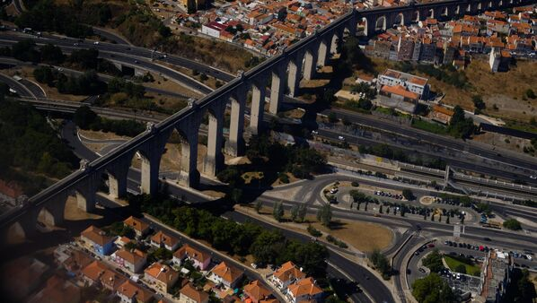Акведук Агуаш-Либриш в Лиссабоне