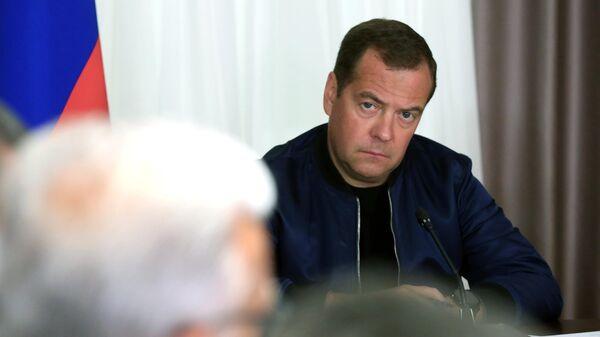Председатель правительства РФ Дмитрий Медведев во время совещания по вопросам борьбы с лесными пожарами, затронувшими несколько регионов Сибири. 31 июля 2019