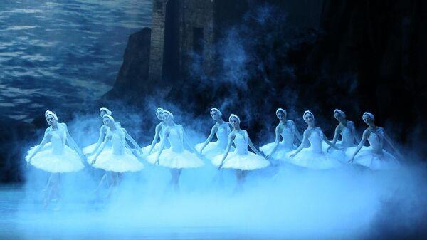 Сцена из балета Лебединое озеро
