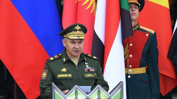Министр обороны РФ Сергей Шойгу выступает на торжественном открытии V Армейских международных игр-2019  в парке Патриот