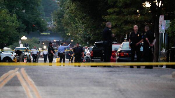 На месте происшествия стрельбы в Дейтоне, штат Огайо. 4 августа 2019