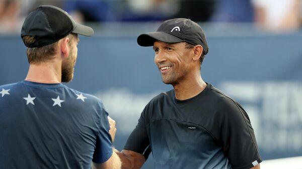 Слева направо: теннисисты Майкл Винус (Новая Зеландия) и Равен Класен (Южная Африка)