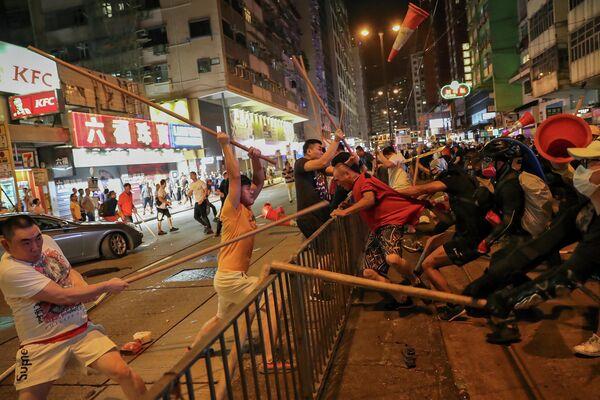 Протест против законопроекта об экстрадиции в одном из районов Гонконга