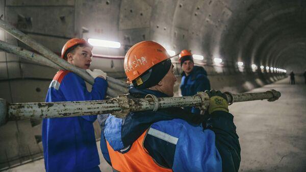 Рабочие на строительстве станции Юго-Восточная Некрасовской линии Московского метрополитена