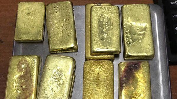 10 небольших золотых слитков общей массой около 2 кг обнаружили сотрудники таможенного поста МАПП Забайкальск в обуви выезжающей в Китай гражданки России