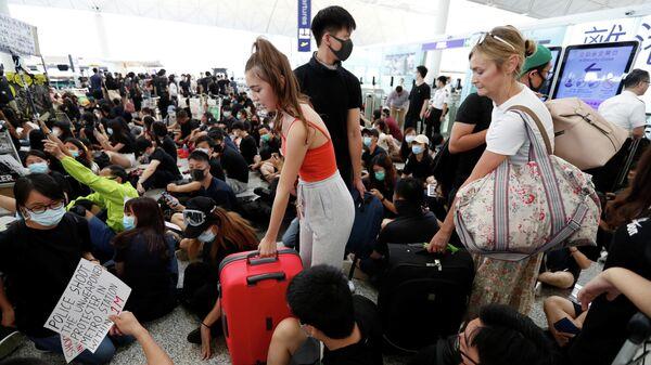 Акция протеста в аэропорту Гонконга