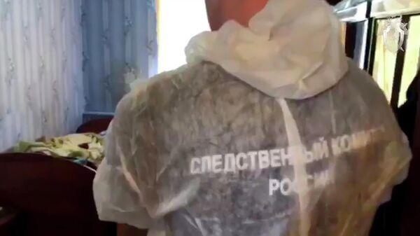 Сотрудник Следственного комитета России на месте массового убийства в селе Патрикеево Ульяновской области