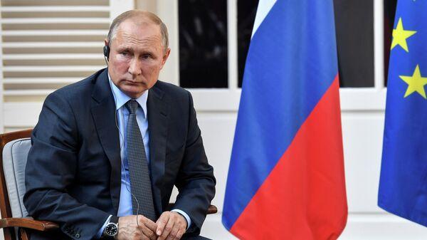 Президент РФ Владимир Путин во время встречи с президентом Франции Эммануэлем Макроном. 19 августа 2019