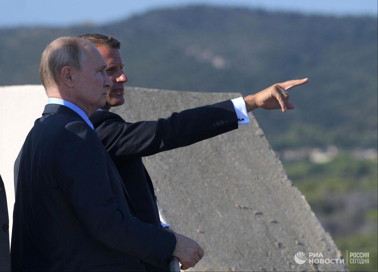 """Макрон """"благословил Россию на действия"""": что ждет Украину"""