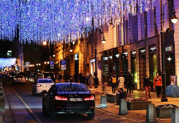 Иллюминация на Пушечной улице в Москве