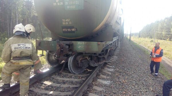 Цистерна товарного поезда сошла с рельсов в Тальменском районе Алтайского края