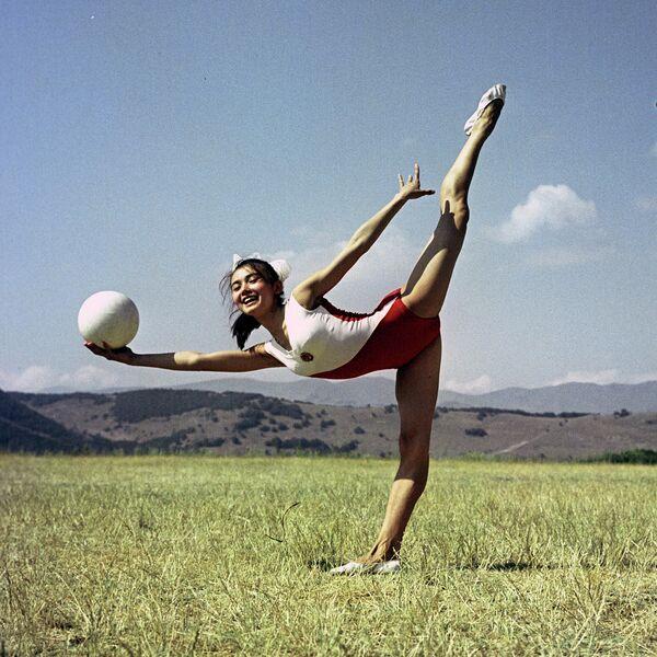 Чемпионка мира по художественной гимнастике Галима Шугурова.