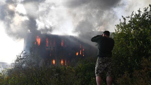 Пожар в административно-складском здании в Невском районе Санкт-Петербурга