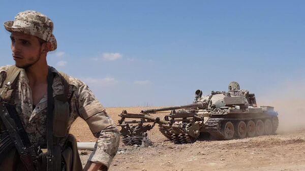 Техника разминирования в окрестностях сирийского города Хан-Шейхун в провинции Идлиб