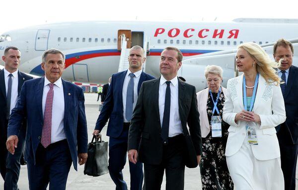 Председатель правительства РФ Дмитрий Медведев в аэропорту Казани