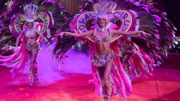 Артисты в шоу Королевский цирк в Цирке Никулина на Цветном бульваре.