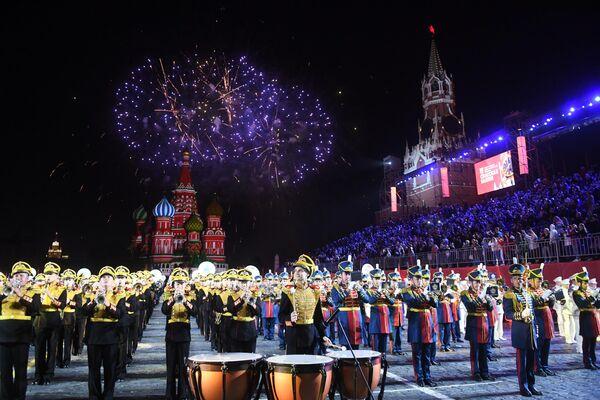 Военный Образцовый оркестр Почетного караула (Россия) на репетиции парада участников Международного военно-музыкального фестиваля Спасская башня на Красной площади в Москве