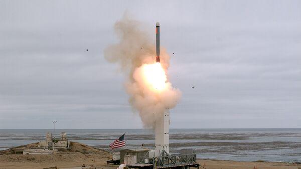 Испытание крылатой ракеты на острове Сан-Николас в Калифорнии