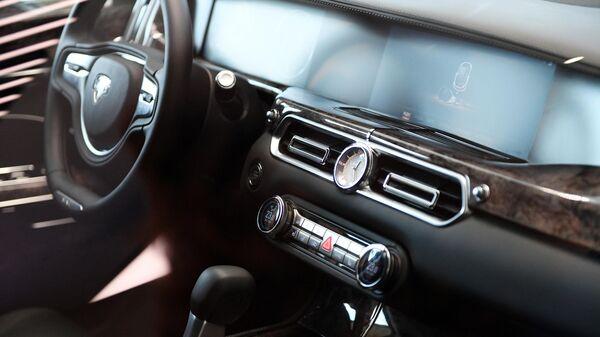Салон автомобиля Aurus Senat в первом шоуруме по коммерческим продажам отечественных машин для первых лиц государства проекта Кортеж в деловом центре Москва-Сити