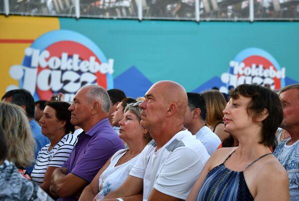 Зрители на 17-м международном музыкальном фестивале Koktebel Jazz Party в Крыму