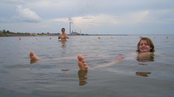 Яровое. Самая удобная поза для купания в озере