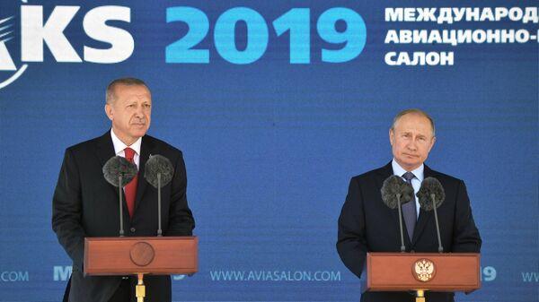 Президент РФ Владимир Путин и президент Турции Реджеп Тайип Эрдоган выступают на церемонии открытия Международного авиакосмического салона МАКС-2019