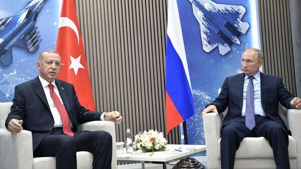 Президент РФ Владимир Путин и президент Турции Реджеп Тайип Эрдоган во время переговоров на полях Международного авиакосмического салона МАКС-2019