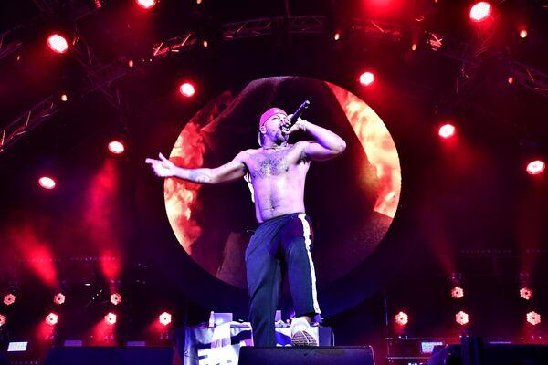 Рэпер Азизи Гибсон выступает на фестивале Rap Koktebel в Крыму