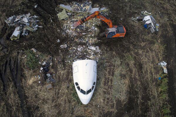 Вывоз самолета Airbus A321 с места ЧП в Раменском районе