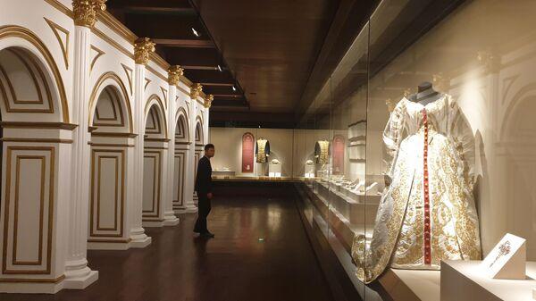 Выставка Церемониалы российского императорского двора Музеев Московского Кремля в музейном комплексе Гугун